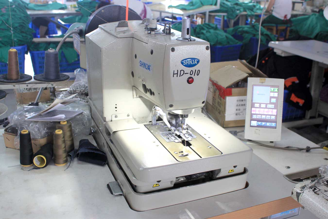eyelet-button-hole-sewing-machine